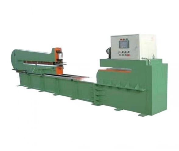 Insulating cardboard shearing machine