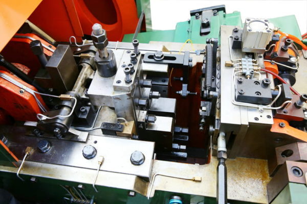 High Speed two die two blowCold Heading Machine structure 2