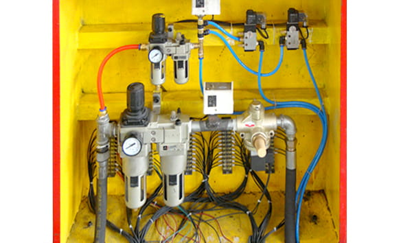 Hydraulic and pnumatic control system