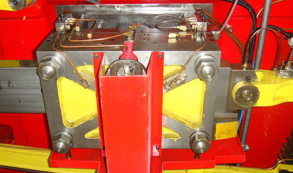 Wire material cutting system