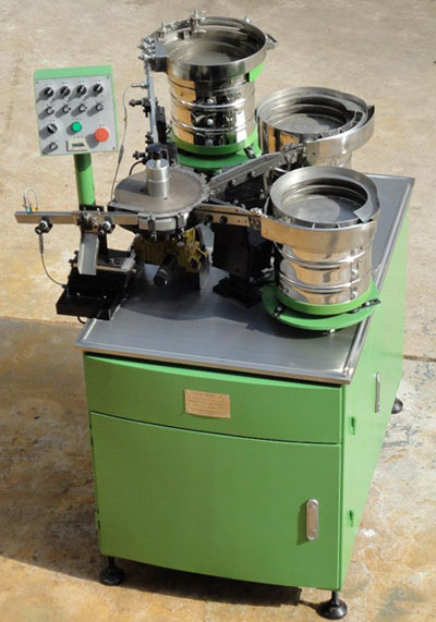 Automatic high speed screws and washers assembling machine