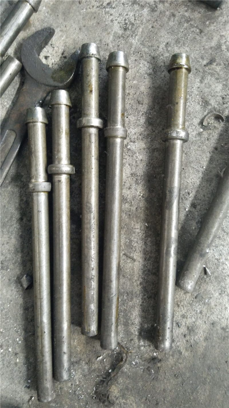 Auto mobile exhaust pipe hanging support bolt made by Two Die Three Blow Special Parts Heading Machine